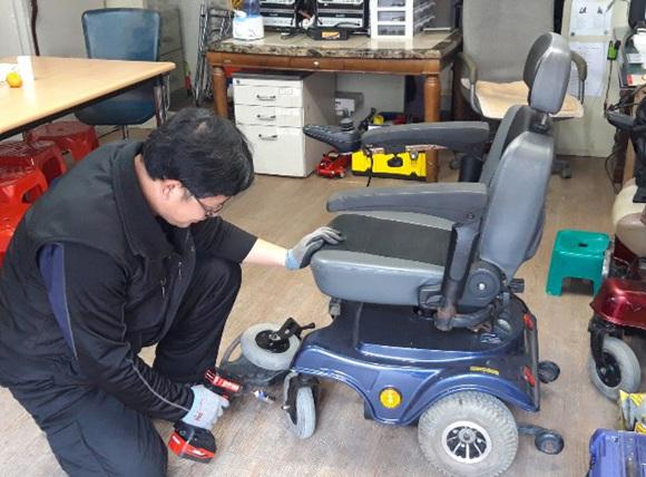 이천시는 장애인휠체어 수리 지원에 관한 조례를 제정해 운영한다..jpg