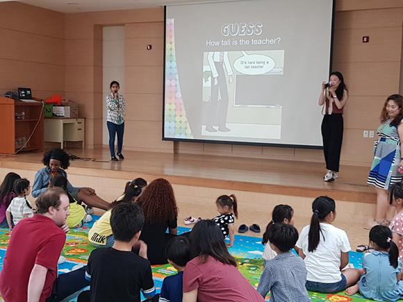 이천시립어린이도서관 개관 10주년 기념 행사 영어랑 놀자 운영.jpg